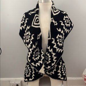 Black and White Aztec Print Sweater Vest🌟